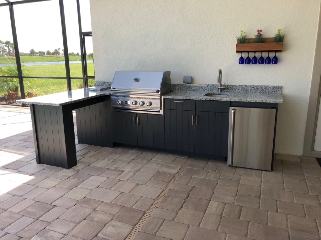 L-shape Outdoor Kitchen Area Tampa Florida