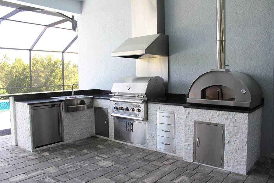 outdoor kitchen with pizza oven