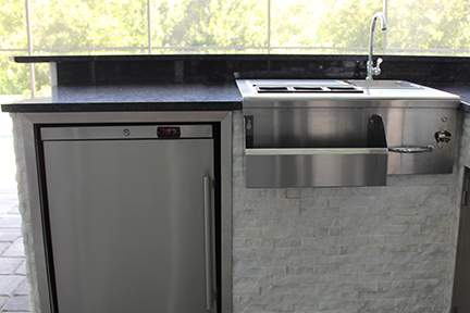 Wet bar with bottle opener Synergy Outdoor Living