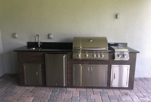 Wood Grain Outdoor Kitchen Synergy Outdoor Living