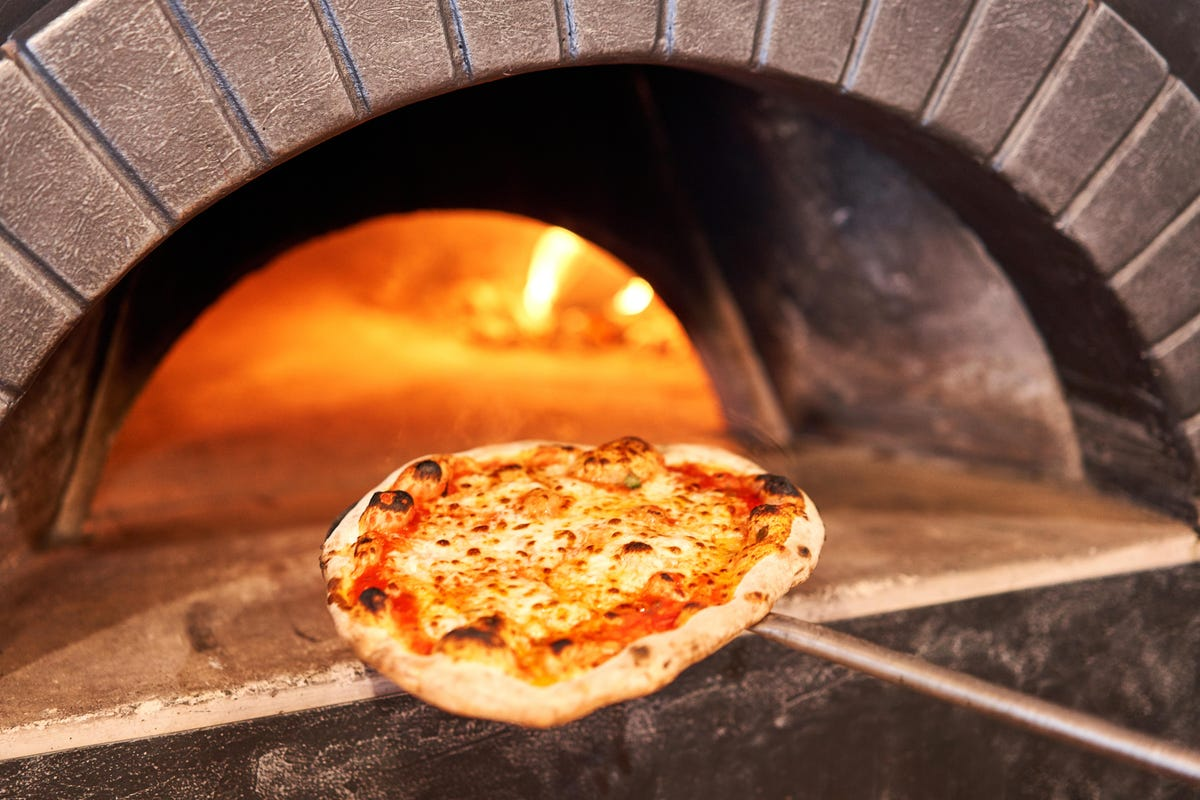 Benefits of Adding a Pizza Oven to Your Outdoor Kitchen